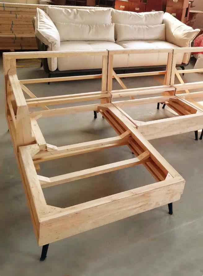 Khung sofa được hoàn thiện tại Dreamhouse